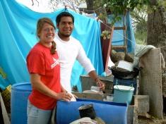 Washing dishes in La Pila